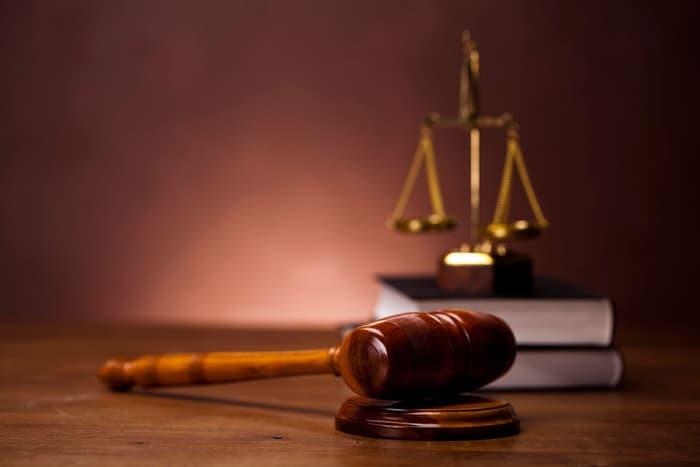 Mengapa Kita Harus Menegakkan Hukum yang Berlaku Secara Benar dan Adil